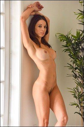 milf nude in bedroom