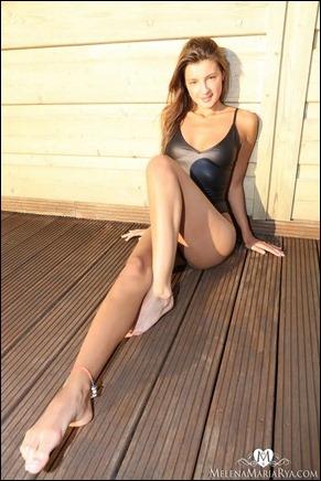 melena-rya-black-bikini-04